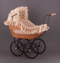 Ретро коляска для куклы плетеная